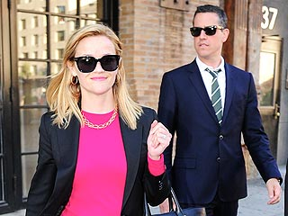 Reese Witherspoon & Jim Toth Have &#39;Great Chemistry&#39; While Shopping in N.Y.C. | Reese Witherspoon