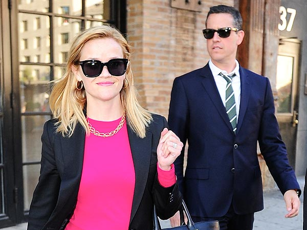 Reese Witherspoon & Jim Toth Have 'Great Chemistry' While Shopping in N.Y.C.