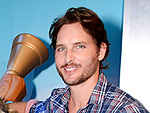 Peter Facinelli Faces Divorce News with a Smile During Outing with Daughters
