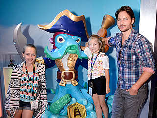 Peter Facinelli Faces Divorce News with a Smile During Outing with Daughters | Peter Facinelli