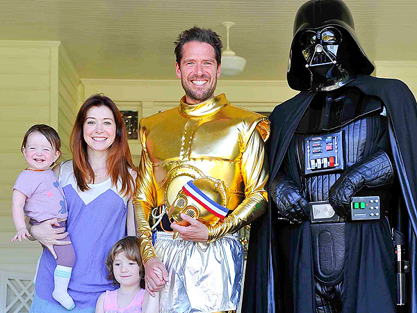 Alyson Hannigan & Daughters Cheer on Dad at Star Wars-Themed Relay Race
