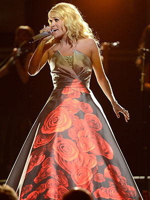 Carrie Underwood's Light-Up Dress Makes Readers Say 'Wow'