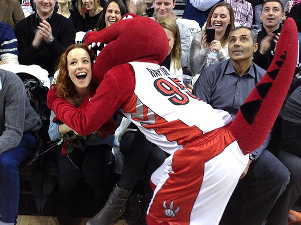 Rachel McAdams, Michael Sheen Breakup; Pictures of Her at Toronto Raptors Game