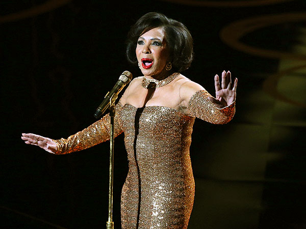 Dame Shirley Bassey Oscar Highlight, Sits Down with PEOPLE