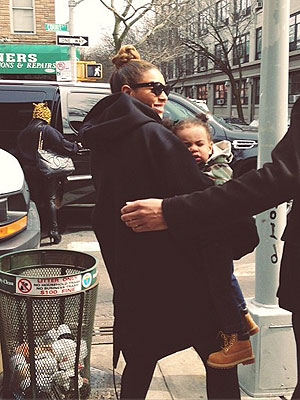 Beyonce, Blue Ivy Go Out for Lunch