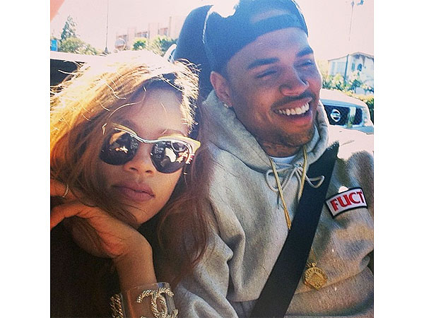 Rihanna, Chris Brown Break Up? Couple Poses for Instagram Picture