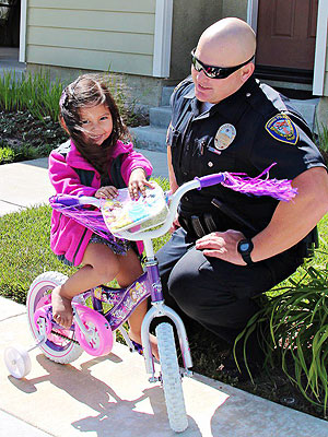Police Officer Replaces Child's Stolen Bike