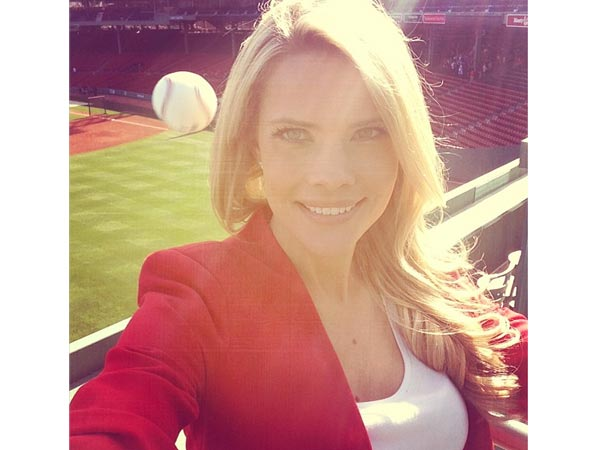 Kelly Nash, Sun Sports Rays Reporter, Takes Amazing Self-Portrait in Boston