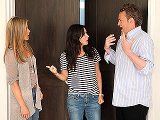 Jennifer Aniston Has Funny (Awkward) Friends Reunion with Matthew Perry & Courteney Cox | Courteney Cox, Jennifer Aniston, Matthew Perry