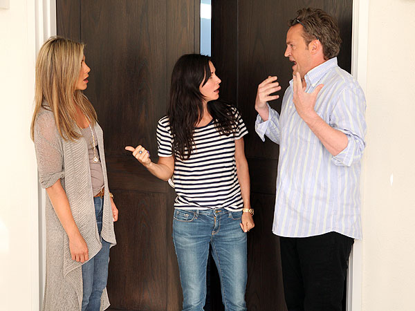 Jennifer Aniston Has Funny (Awkward) Friends Reunion with Matthew Perry & Courteney Cox