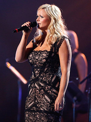 Miranda Lambert Cries During Oklahoma Benefit: Video