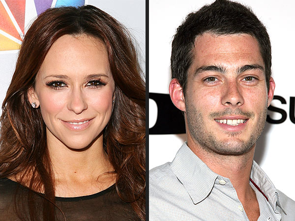 Jennifer Love Hewitt Engaged to Brian Hallisay