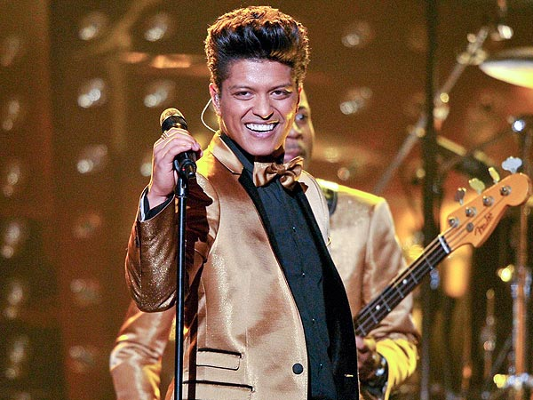 Bruno Mars on Prepping for the Super Bowl: The Microphone Is a Popsicle