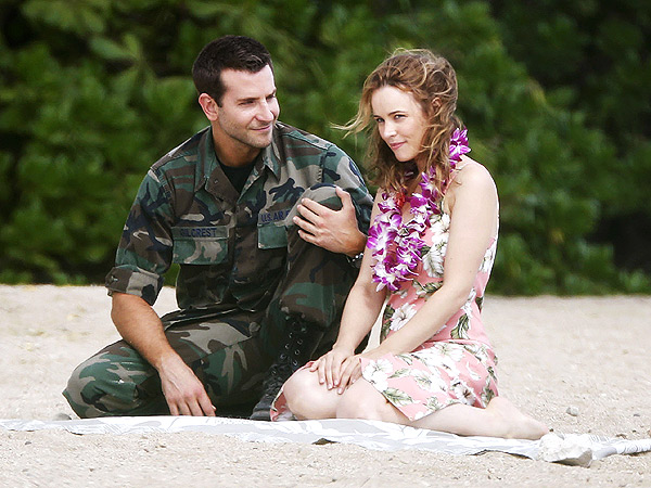 Bradley Cooper and Rachel McAdams Look Lovey on Set in Hawaii