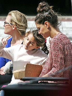 Suri Cruise Eats Alfresco with Katie Holmes, Shares Her Leftovers