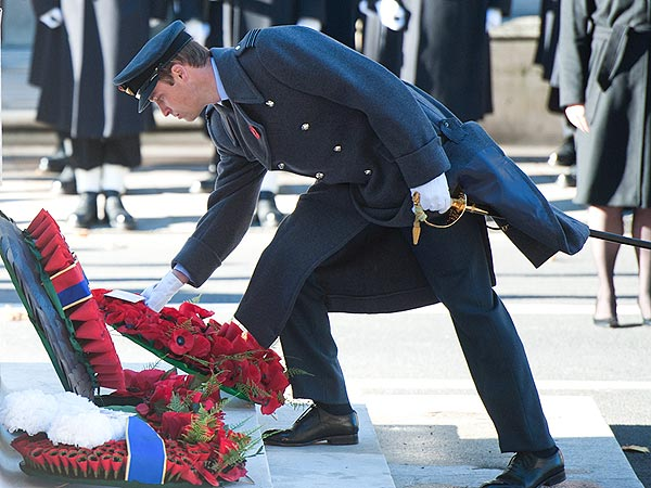 Prince William & Kate Observe Remembrance Day