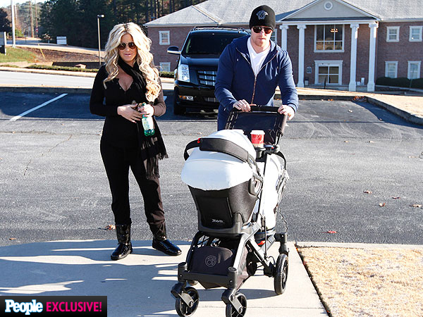 Kim Zolciak Steps Out with Newborn Twins