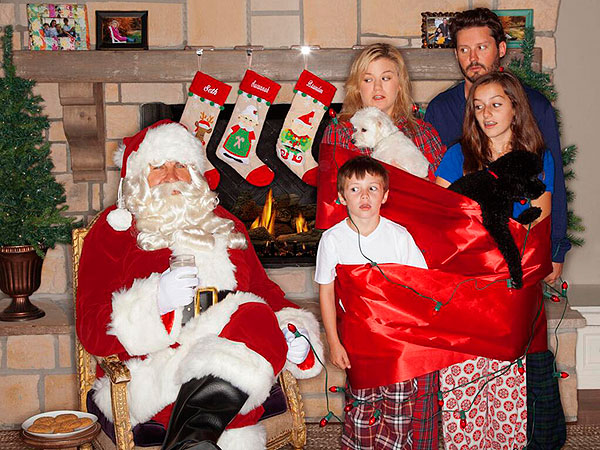 Kelly Clarkson's (Intentionally) Awkward Family Christmas Photo