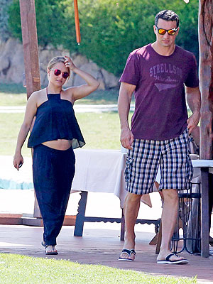 Hayden Panettiere Pregnant Bump Photo Italy