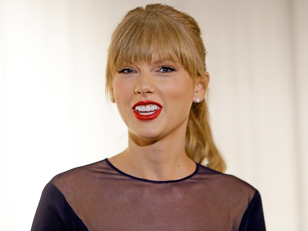 Watch Taylor Swift Play the Piano in a Moving Scene from The Giver (VIDEO)