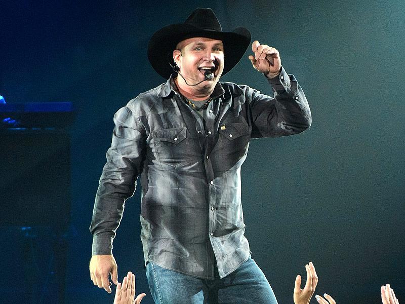 Garth Brooks Kicks Off Comeback Tour