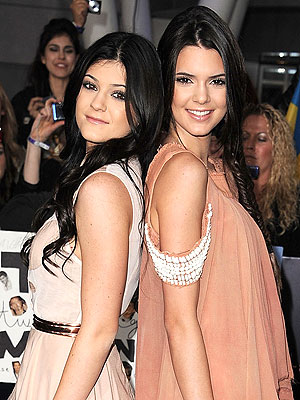 Kendall & Kylie Jenner Talk Parents' Split, Dating Rumors