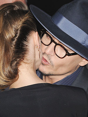 Johnny Depp & Amber Heard Kiss on the Red Carpet at 3 Days to Kill Premiere