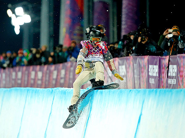 Shaun White Fails to Medal In Men's Halfpipe