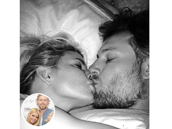 Jessica Simpson Posts Smoochy Selfie with Fiancé Eric Johnson