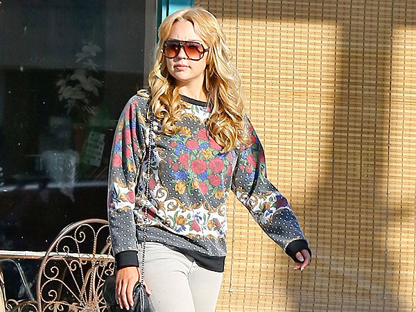 Amanda Bynes Is All Smiles with Parents at Fashion Show