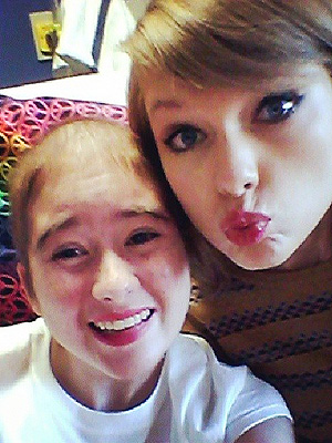Taylor Swift Sweetly Bonds with a Teen Patient at Cancer Center