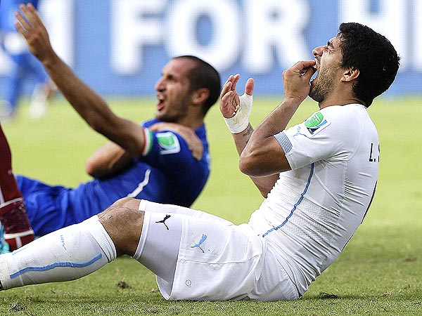 Luis Suárez's World Cup Bite: See the Best Twitter Reactions