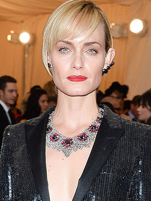 Amber Valletta Reveals Her Drug and Alcohol Addiction