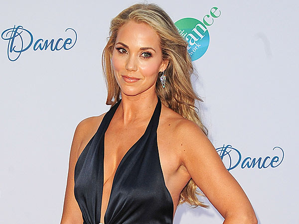 The 44-year old daughter of father Fred Berkley and mother Jere Berkley, 178 cm tall Elizabeth Berkley in 2017 photo