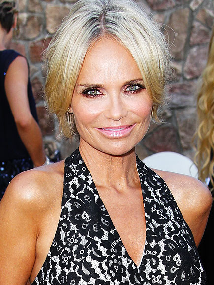 Kristin Chenoweth Tweets About Health Scare