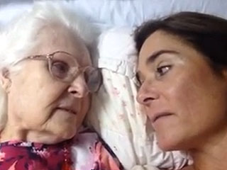 Video Captures Mother with Alzheimer's Suddenly Remembering Her Daughter