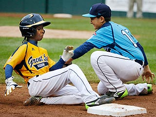 Chicago Man Agrees to Pay Homeless Little League Champ's Rent for a Year