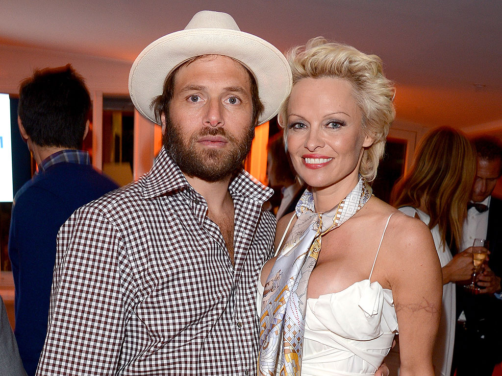 Pamela Anderson Files for Divorce from Rick Salomon Again