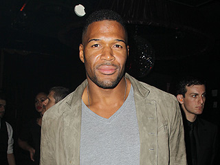 Michael Strahan Grabs Cocktails and Cigars at the Club