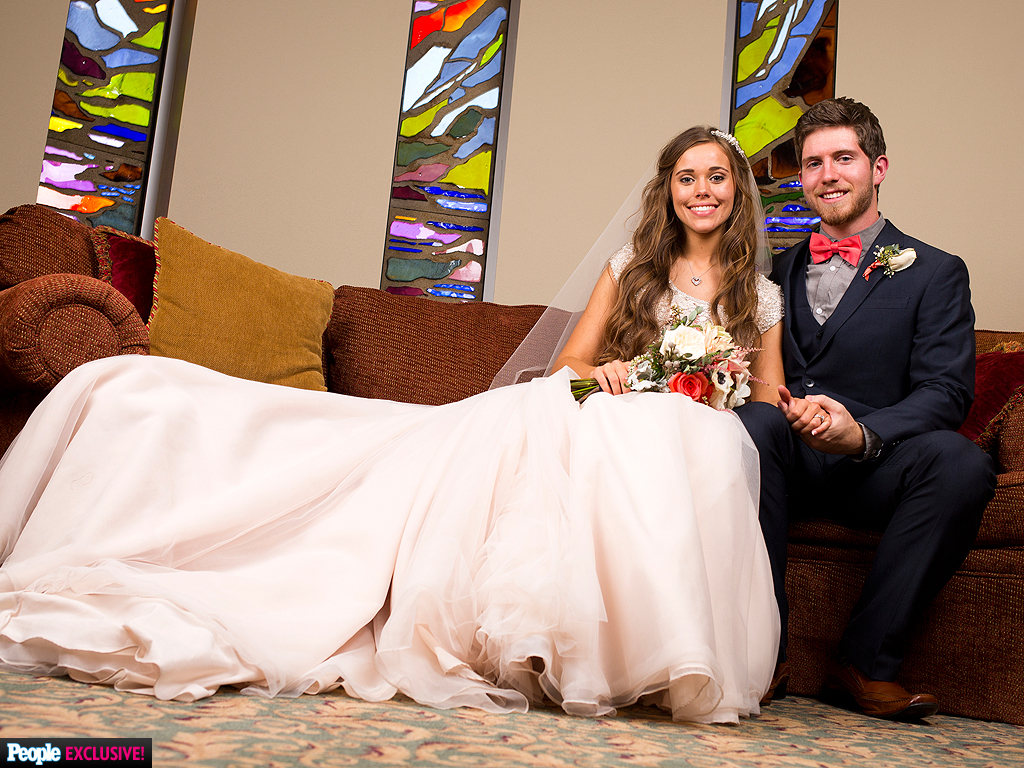 Jessa duggar wedding details the vows the dress the for Jessa duggar wedding dress
