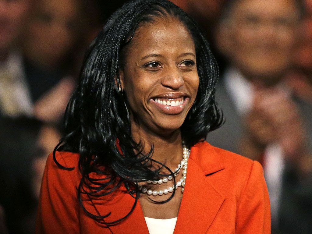 Mia Love Wins Election, Becomes GOP's First Black Woman in Congress