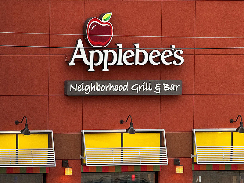 Applebee's Times Square Offers New Year's Eve Package for $375