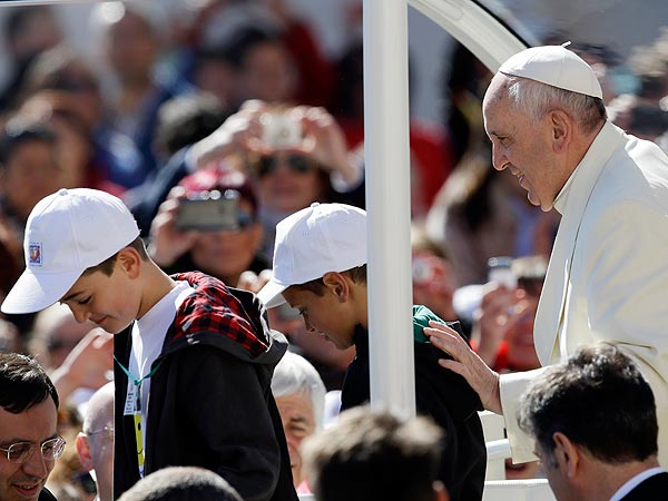 Pope Francis Gives Ride to 2 Kids in St. Peter's Square