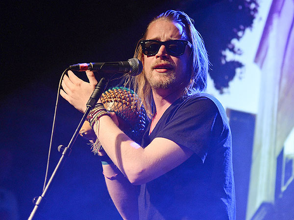 Macaulay Culkin's Pizza Underground Band Booed Offstage