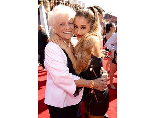 VMAs 2014: Ariana Grande Brings Grandmother as Date