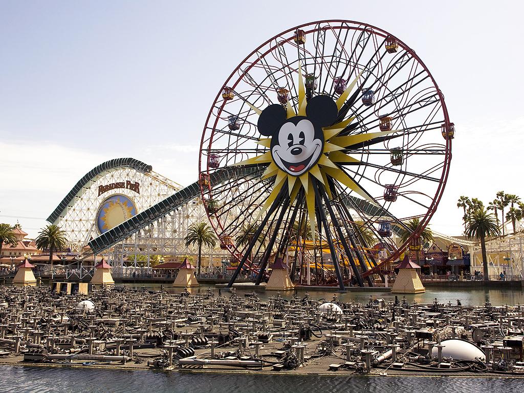 Disneyland Ferris Wheel Ride Stalls for 2 Hours