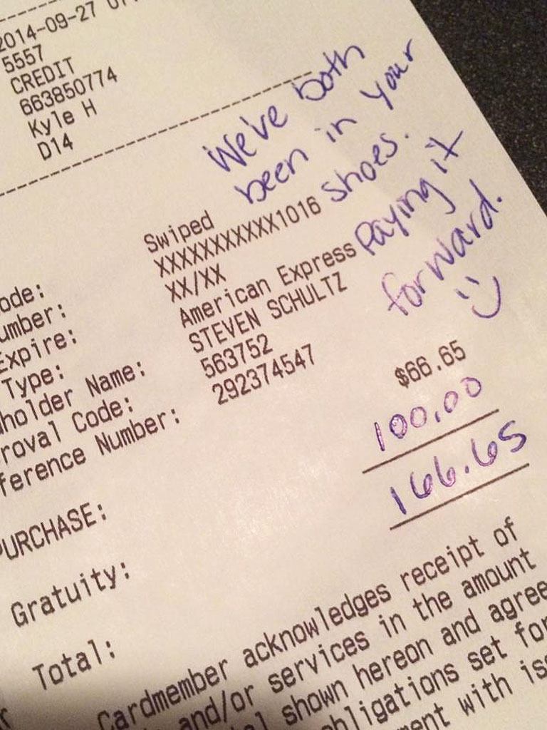 Iowa Couple's $100 Tip for Terrible Service Goes Viral
