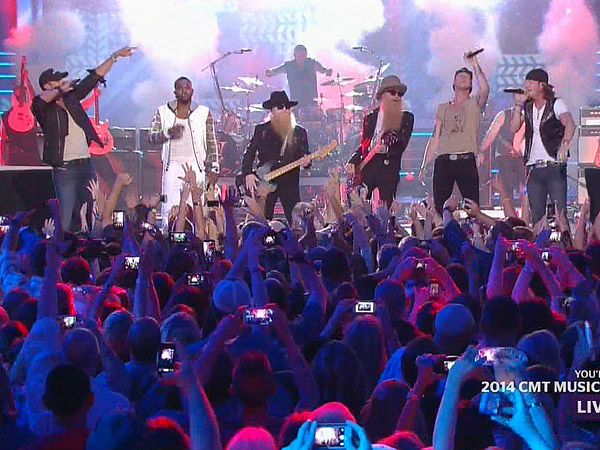 Jason Derulo at CMT Awards 2014: R&B Star Crashes Opening Performance