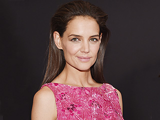 Katie Holmes Shares Sweet Throwback Picture with Her Two Sisters