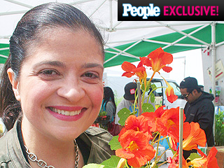 Alex Guarnaschelli Blogs: Everything You Need to Know About Edible Flowers